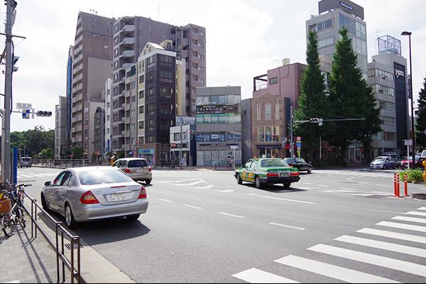 プラチナ通り交差点