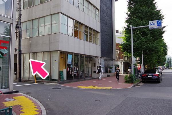 プラチナ通り最初の通りを左折